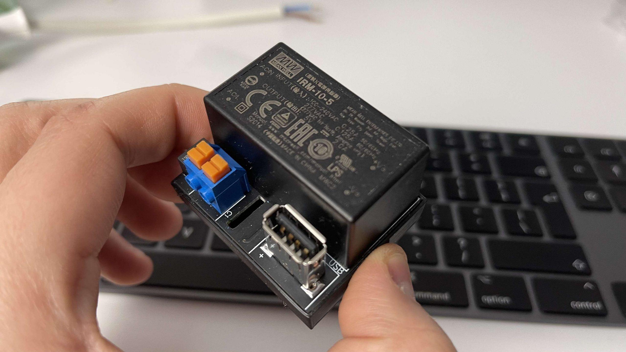 Ładowarka podtynkowa do iPada pod sterowanie Smart Home z HomeKit   DIY