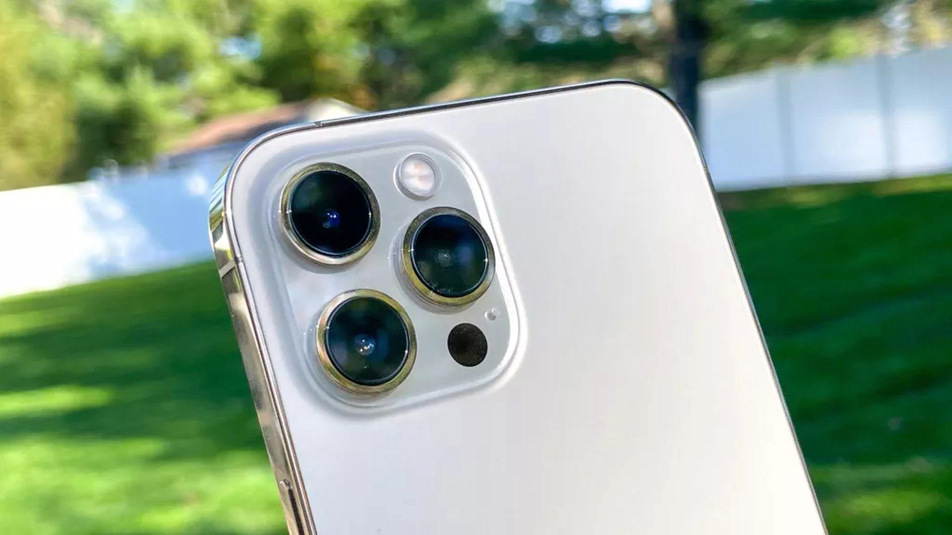 iPhone'y z serii 13 mają posiadać większy tylny moduł aparatów