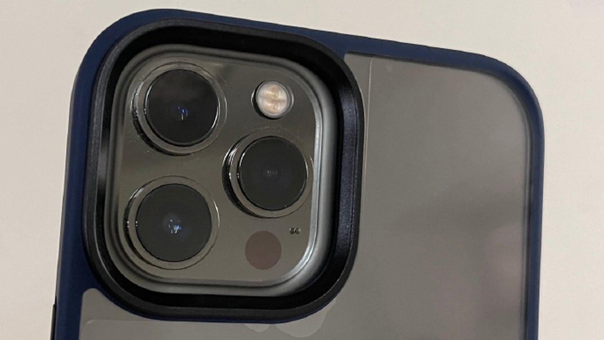 Pokazane zdjęcia etui do iPhone'a 13 Pro oraz 13 Pro Max